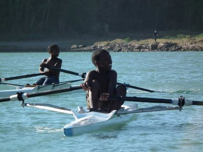 beginners rowing on the Kowie River